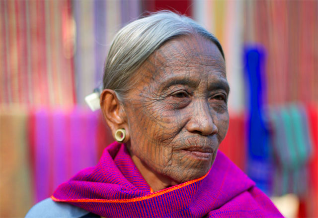 Photo album Tattooed women of Burma 17 - Jacek Palkiewicz