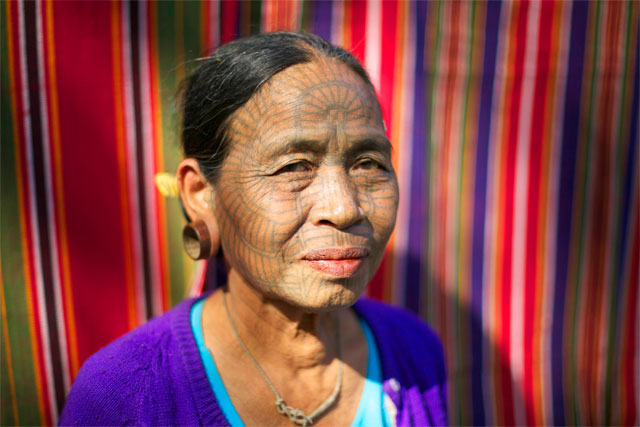 Photo album Tattooed women of Burma 3 - Jacek Palkiewicz