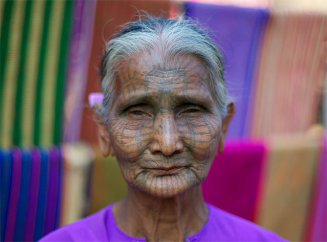 Photo album Tattooed women of Burma 9 - Jacek Palkiewicz